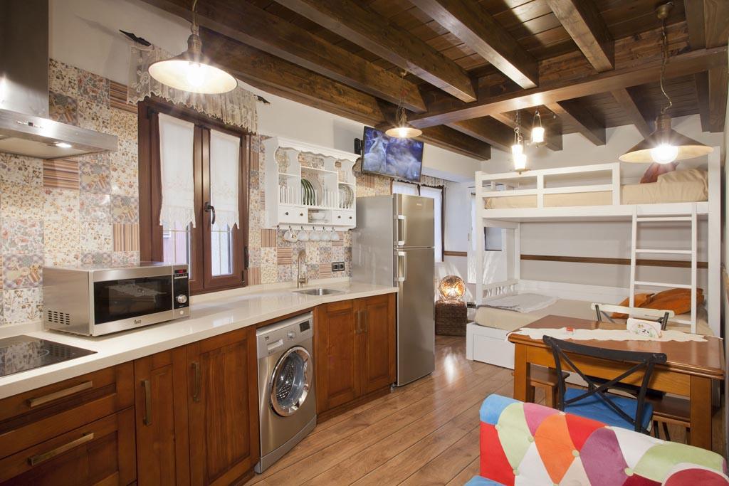Salón cocina con litera. Apartamento La Iglesia.